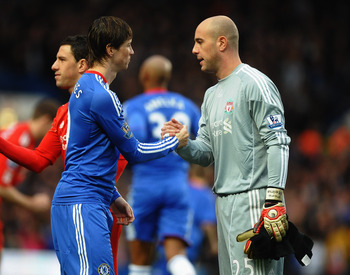LONDON, ENGLAND - FEBRUARY 06:  Fernando Torres of Chelsea shakes hands with former team mate Pepe Reina of Liverpool prior to the Barclays Premier League match between Chelsea and Liverpool at Stamford Bridge on February 6, 2011 in London, England.  (Pho