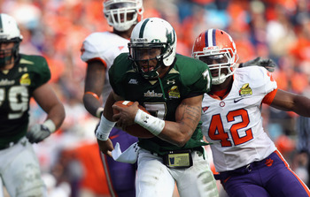 CHARLOTTE, NC - DECEMBER 31:  B.J. Daniels #7 of the USF Bulls runs for a touchdown against the Clemson Tigers during their game at Bank of America Stadium on December 31, 2010 in Charlotte, North Carolina.  (Photo by Streeter Lecka/Getty Images)