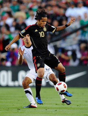 PASADENA, CA - JUNE 25:  Giovanni Dos Santos #10 of Mexico controls the ball against Jonahtan Bornstein #12 of the United States during the 2011 CONCACAF Gold Cup Championship at the Rose Bowl on June 25, 2011 in Pasadena, California.  (Photo by Kevork Dj