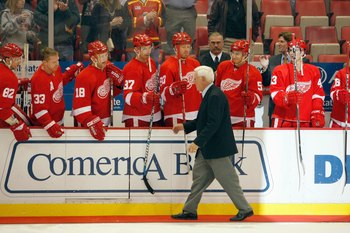 DETROIT - OCTOBER 16:  Hall of Famer Alex Delvecchio of the Detroit Red Wings greets the team before the game against the Vancouver Canucks at Joe Louis Arena on October 16, 2008 in Detroit, Michigan. (Photo By Dave Sandford/Getty Images)