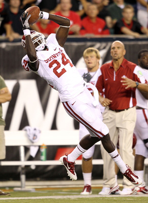 CINCINNATI - SEPTEMBER 25:  Dejuan Miller #24 of the Oklahoma Sooners catches a pass during the game against the Cincinnati Bearcats at Paul Brown Stadium on September 25, 2010 in Cincinnati, Ohio.  (Photo by Andy Lyons/Getty Images)