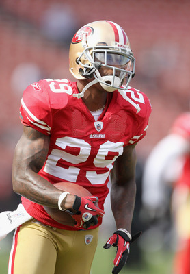 SAN FRANCISCO, CA - AUGUST 20:  Chris Culliver #29 of the San Francisco 49ers warms up before their game against the Oakland Raiders at Candlestick Park on August 20, 2011 in San Francisco, California.  (Photo by Ezra Shaw/Getty Images)