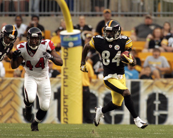 PITTSBURGH, PA - AUGUST 27:  Antonio Brown #84 of the Pittsburgh Steelers runs up field on a kick off against the Atlanta Falcons during a pre-season game on August 27, 2011 at Heinz Field in Pittsburgh, Pennsylvania.  (Photo by Justin K. Aller/Getty Imag