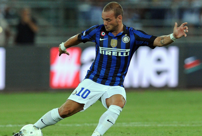 BARI, ITALY - AUGUST 18:  Wesley Sneijder of Inter in action during the match between FC Internazionale and Juventus FC during the TIM preseason tournament at Stadio San Nicola on August 18, 2011 in Bari, Italy.  (Photo by Giuseppe Bellini/Getty Images)