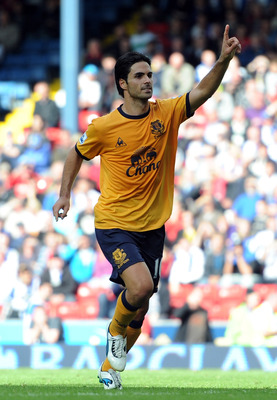 BLACKBURN, ENGLAND - AUGUST 27:  Mikel Arteta of Everton celebrates scoring the opening goal from the penalty spot during the Barclays Premier League match between Blackburn Rovers and Everton at Ewood Park on August 27, 2011 in Blackburn, England.  (Phot