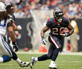 HOUSTON - NOVEMBER 29:  Running back Steve Slaton #20 of the Houston Texans carries the ball against the Indianapolis Colts on November 29, 2009  at Reliant Stadium in Houston, Texas. The Colts won 35-27.  (Photo by Stephen Dunn/Getty Images)