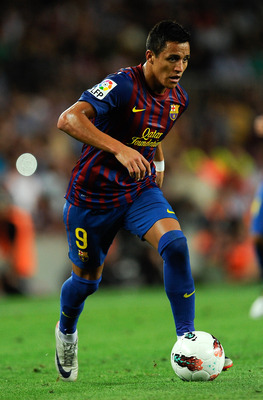 BARCELONA, SPAIN - AUGUST 29:  Alexis Sanchez of FC Barcelona runs with the balls during the La Liga match between FC Barcelona and Villarreal CF at Camp Nou on August 29, 2011 in Barcelona, Spain.  (Photo by David Ramos/Getty Images)