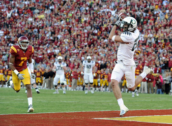 LOS ANGELES, CA - OCTOBER 30:  Jeff Maehl #23 of the Oregon Ducks makes a catch for a touchdown in front of T.J McDonald #7 of the USC Trojans for a 7-3 lead during the first quarter at Los Angeles Memorial Coliseum on October 30, 2010 in Los Angeles, Cal