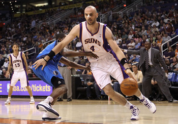 PHOENIX, AZ - MARCH 27:  Marcin Gortat #4 of the Phoenix Suns drives the ball during the NBA game against the Dallas Mavericks at US Airways Center on March 27, 2011 in Phoenix, Arizona.  NOTE TO USER: User expressly acknowledges and agrees that, by downl