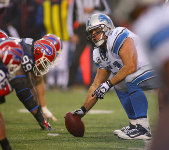 ORCHARD PARK, NY - NOVEMBER 14: Dominic Raiola #51 of the Detroit Lions readies to snap the ball against the Buffalo Bills  at Ralph Wilson Stadium on November 14, 2010 in Orchard Park, New York.  Buffalo won 14-12.(Photo by Rick Stewart/Getty Images)
