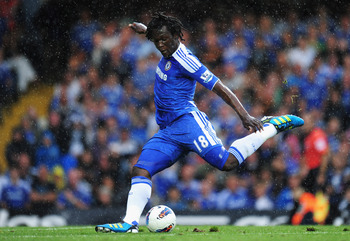 LONDON, ENGLAND - AUGUST 27:  Romelu Lukaku of Chelsea shoots during the Barclays Premier League match between Chelsea and Norwich City at Stamford Bridge on August 27, 2011 in London, England.  (Photo by Shaun Botterill/Getty Images)