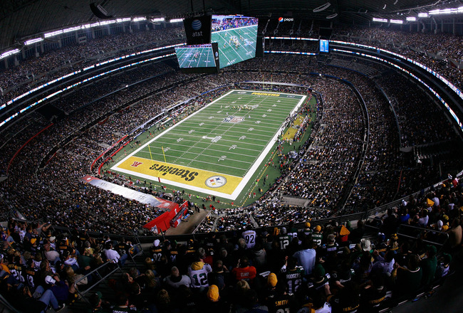 ARLINGTON, TX - FEBRUARY 06:  The Green Bay Packers play the Pittsburgh Steelers during Super Bowl XLV at Cowboys Stadium on February 6, 2011 in Arlington, Texas.  (Photo by Tom Pennington/Getty Images)