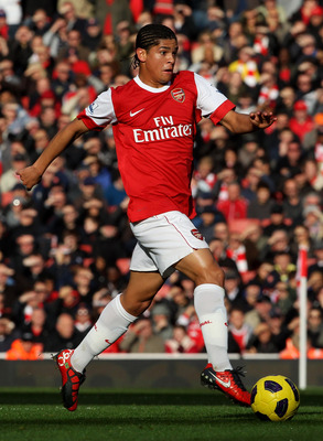 LONDON, ENGLAND - OCTOBER 30:  Neves Denilson of Arsenal in action during the Barclays Premier League match between Arsenal and West Ham United at Emirates Stadium on October 30, 2010 in London, England.  (Photo by Clive Rose/Getty Images)