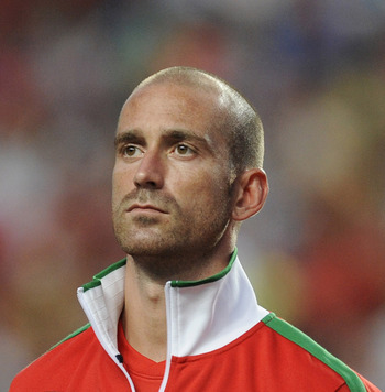 LISBON, PORTUGAL - JUNE 04:  Raul Meireles of Portugal lines up before the start of the EURO 2012 Group H qualifier between Portugal and Norway at Estadio do Sport Lisboa e Benfica on June 4, 2011 in Lisbon, Portugal.  (Photo by Denis Doyle/Getty Images)