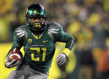EUGENE, OR - NOVEMBER 26:  LaMichael James #21 of the Oregon Ducks runs for a touchdown run against the Arizona Wildcats on November 26, 2010 at the Autzen Stadium in Eugene, Oregon.  (Photo by Jonathan Ferrey/Getty Images)