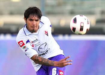 BRESCIA, ITALY - MAY 22:  Juan Manuel Vargas of Fiorentina in action during the Serie A match between Brescia Calcio and ACF Fiorentina at Mario Rigamonti Stadium on May 22, 2011 in Brescia, Italy.  (Photo by Massimo Paolone / Iguana Press/Getty Images)