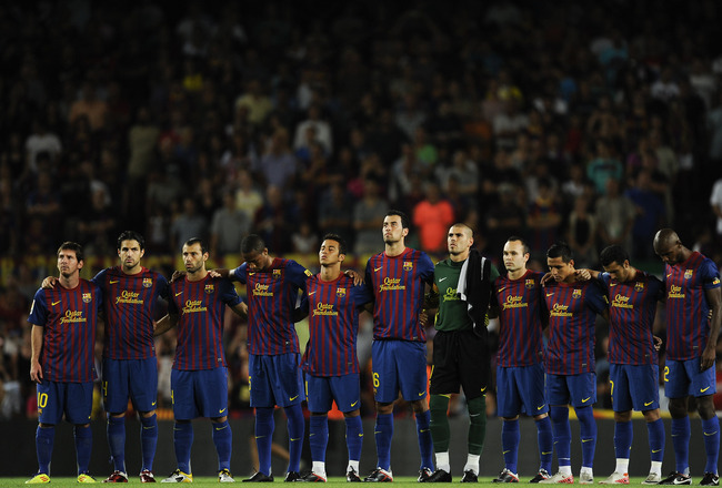 BARCELONA, SPAIN - AUGUST 29:  Barcelona players observe a minute's silence for the Catalan Parlament former President Heribert Barrera prior the La Liga match between FC Barcelona and Villarreal CF at Camp Nou on August 29, 2011 in Barcelona, Spain.  (Ph