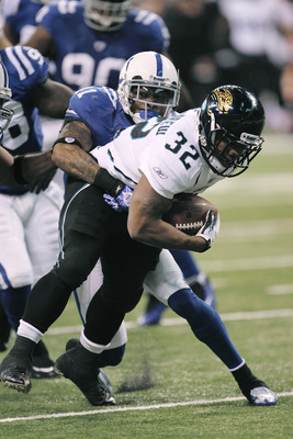 INDIANAPOLIS, IN - DECEMBER 19: Maurice Jones-Drew #32 of the Jacksonville Jaguars runs against the Indianapolis Colts at Lucas Oil Stadium on December 19, 2010 in Indianapolis, Indiana.  (Photo by Scott Boehm/Getty Images)