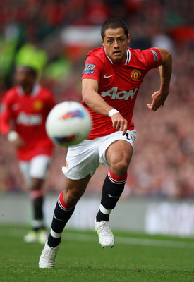 MANCHESTER, ENGLAND - AUGUST 28:  Javier Hernandez of Manchester United chases the ball during the Barclays Premier League match between Manchester United and Arsenal at Old Trafford on August 28, 2011 in Manchester, England.  (Photo by Alex Livesey/Getty