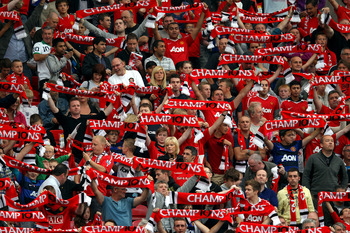 MANCHESTER, ENGLAND - AUGUST 22:  Fans enjoy the atmosphere ahead of the Barclays Premier League match between Manchester United and Tottenham Hotspur at Old Trafford on August 22, 2011 in Manchester, England.  (Photo by Alex Livesey/Getty Images)