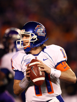 SAN DIEGO, CA - DECEMBER 23: Quarterback Kellen Moore #11 of  the Boise State University Broncos throws against the TCU Horned Frogs during the San Diego County Credit Union Poinsettia Bowl at Qualcomm Stadium on December 23, 2008 in San Diego, California