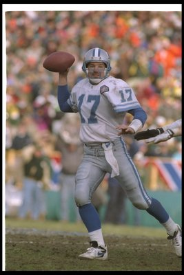 31 Dec 1994: Quarterback Dave Krieg of the Detroit Lions looks to pass the ball during a playoff game against the Green Bay Packers at Lambeau Field in Green Bay, Wisconsin. The Packers won the game, 16-12.