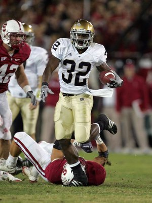 PALO ALTO, CA - NOVEMBER 28:  Theo Riddick #32 of the Notre Dame Fighting Irish runs with the ball during their game against the Stanford Cardinal at Stanford Stadium on November 28, 2009 in Palo Alto, California.  (Photo by Ezra Shaw/Getty Images)