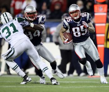 FOXBORO, MA - DECEMBER 06:  Tight end Aaron Hernandez #85 of the New England Patriots runs for yards after the catch against the New York Jets at Gillette Stadium on December 6, 2010 in Foxboro, Massachusetts. The Patriots won 45-3. (Photo by Elsa/Getty I