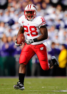PASADENA, CA - JANUARY 01:  Running back Montee Ball #28 of the Wisconsin Badgers rushes with the ball against the TCU Horned Frogs during the 97th Rose Bowl game on January 1, 2011 in Pasadena, California.  (Photo by Kevork Djansezian/Getty Images)