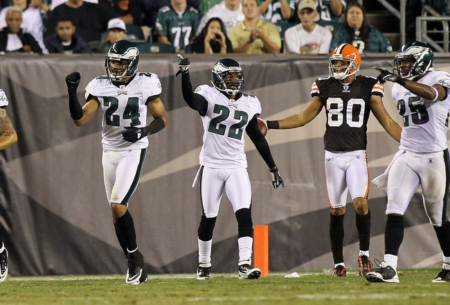 PHILADELPHIA, PA - AUGUST 25: Nnamdi Asomugha #24 and Asante Samuel #22 of the Philadelphia Eagles in action against the Cleveland Browns during their pre season game on August 25, 2011 at Lincoln Financial Field in Philadelphia, Pennsylvania.  (Photo by