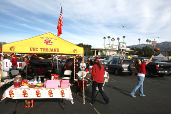 PASADENA, CA - JANUARY 01:  Fans of the USC Trojans tailgate before the game against Illinois Fighting Illini in the 'Rose Bowl presented by Citi' at the Rose Bowl on January 1, 2008 in Pasadena, California.  (Photo by Stephen Dunn/Getty Images)