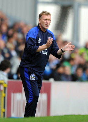 BLACKBURN, ENGLAND - AUGUST 27:  Everton manager David Moyes applauds from the touchline during the Barclays Premier League match between Blackburn Rovers and Everton at Ewood Park on August 27, 2011 in Blackburn, England.  (Photo by Chris Brunskill/Getty