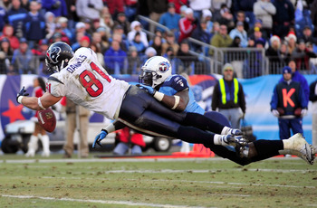 NASHVILLE, TN - DECEMBER 19:  Stephen Tulloch #55 of the Tennessee Titans breaks up a pass intended for Owen Daniels #81 of the Houston Texans at LP Field on December 19, 2010 in Nashville, Tennessee. The Titans defeated the Texans, 31-17.  (Photo by Gran