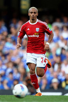 LONDON, ENGLAND - AUGUST 20:  Peter Odemwingie of West Brom chases down the ball during the Barclays Premier League match between Chelsea and West Bromwich Albion at Stamford Bridge on August 20, 2011 in London, England.  (Photo by Julian Finney/Getty Ima