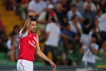 UDINE, ITALY - AUGUST 24:  Robin van Persie of Arsenal celebrates his goal during the UEFA Champions League play-off second leg match between Udinese Calcio and Arsenal FC at the Stadio Friuli on August 24, 2011 in Udine, Italy.  (Photo by Jamie McDonald/