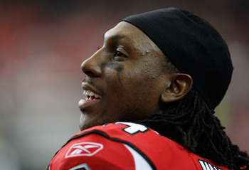 ATLANTA, GA - JANUARY 02:  Roddy White #84 of the Atlanta Falcons waits on the sideline during the game against the Carolina Panthers at the Georgia Dome on January 2, 2011 in Atlanta, Georgia.  (Photo by Scott Halleran/Getty Images)