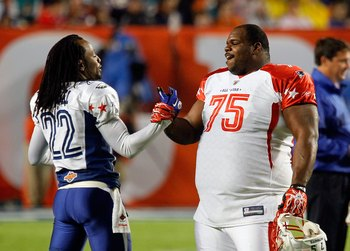 MIAMI GARDENS, FL - JANUARY 31:  Former Patriots teammates Asante Samuel #22 of the NFC's Philadelphia Eagles and Vincent Wilfork #75 of the AFC's New England Patriots greet one another on the field during the 2010 AFC-NFC Pro Bowl game at Sun Life Stadiu