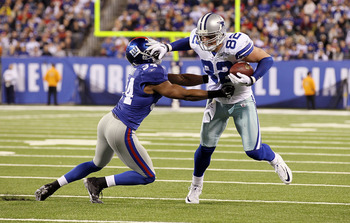 EAST RUTHERFORD, NJ - NOVEMBER 14:  Jason Witten #82 of the Dallas Cowboys runs the ball against Deon Grant #34 of the New York Giants on November 14, 2010 at the New Meadowlands Stadium in East Rutherford, New Jersey.  (Photo by Jim McIsaac/Getty Images)