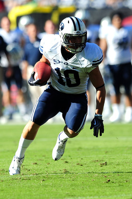 SAN DIEGO - OCTOBER 17:JJ Di Luigi #10 of BYU Cougars runs the ball against San Diego State Aztecs at Qualcomm Stadium on October 17, 2009 in San Diego, California.  (Photo by Jacob de Golish/Getty Images)