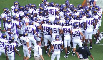 800px-ecu_football_team_display_image