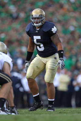 SOUTH BEND, IN - SEPTEMBER 04: Manti Te'o #5 of the Notre Dame Fighting Irish awaits the start of play against the Purdue Boilermakers at Notre Dame Stadium on September 4, 2010 in South Bend, Indiana. Notre Dame defeated Purdue 23-12. (Photo by Jonathan
