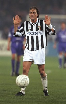 1995:  Antonio Conte of Juventus in action during a Series A match. \ Mandatory Credit: Mark  Thompson/Allsport
