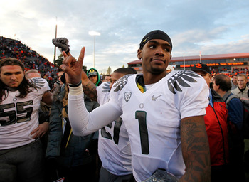 CORVALLIS, OR - DECEMBER 04:  Darron Thomas #1 of the Oregon Ducks celebrates the 37-20 victory over the Oregon State Beavers during the 114th Civil War on December 4, 2010 at the Reser Stadium in Corvallis, Oregon.  (Photo by Jonathan Ferrey/Getty Images