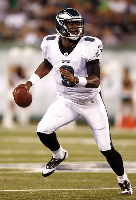 EAST RUTHERFORD, NJ - SEPTEMBER 01:   Vince Young #9 of the Philadelphia Eagles rolls out during a pre-season game against New York Jets at MetLife Stadium on September 1, 2011 in East Rutherford, New Jersey.  (Photo by Jeff Zelevansky/Getty Images)