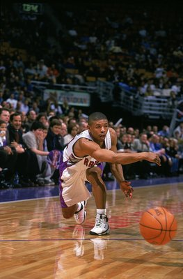 7 Dec 1999:  Mugsy Bogues #14 of the Toronto Raptors in action against the Cleveland Cavaliers at the Air Canada Centre in Toronto, Canada. The Raptors defeated the Cavaliers 101-98.     Mandatory Credit: Robert Laberge  /Allsport