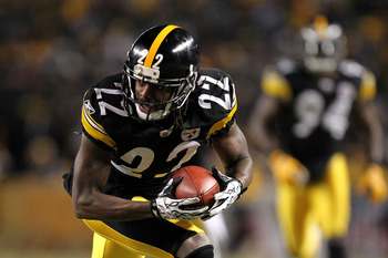 PITTSBURGH, PA - JANUARY 23:  William Gay #22 of the Pittsburgh Steelers runs for a second quarter touchdown after Mark Sanchez #6 of the New York Jets fumbled the ball during the 2011 AFC Championship game at Heinz Field on January 23, 2011 in Pittsburgh