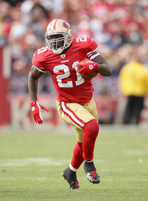 SAN FRANCISCO, CA - AUGUST 20:  Frank Gore #21 of the San Francisco 49ers in action against the Oakland Raiders at Candlestick Park on August 20, 2011 in San Francisco, California.  (Photo by Ezra Shaw/Getty Images)