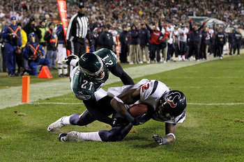 PHILADELPHIA, PA - DECEMBER 02:  Jacoby Jones #12 of the Houston Texans scores a 8-yard touchdown pass in the second quarter against  the Philadelphia Eagles at Lincoln Financial Field on December 2, 2010 in Philadelphia, Pennsylvania.  (Photo by Jim McIs