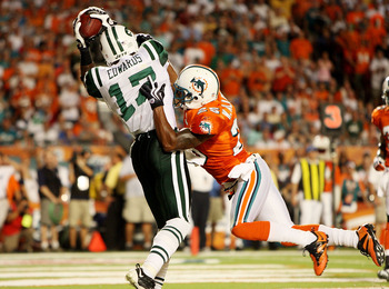 MIAMI - OCTOBER 12:  Wide receiver Braylon Edwards #17 of the New York Jets makes a touchdown catch over cornerback Will Allen #25 of the Miami Dolphins at Land Shark Stadium on October 12, 2009 in Miami, Florida.  (Photo by Doug Benc/Getty Images)