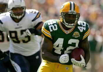 GREEN BAY, WI - SEPTEMBER 23:  DeShawn Wynn #42 of the Green Bay Packers carries the ball against the San Diego Chargers at Lambeau Field September 23, 2007 in Green Bay, Wisconsin.  (Photo by Matthew Stockman/Getty Images)